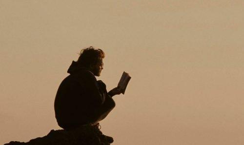 Ler um livro ajuda a reduzir o estresse (7 Indicações)
